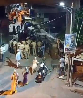 मुंब्रा में दो परिवारों ने एक दूसरे पर पत्थर किया, घायल हुई पुलिस