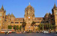 Mumbai में बिजली ठप थम गई मुंबई ट्रेनें और ट्रैफिक सिगनल भी बंद