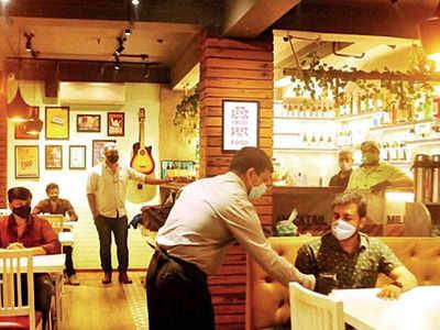 रेस्टोरेंट पर छापा सभी पर जुर्माना, कोविड-19 मामलों में बढ़ोत्तरी के बीच BMC का सख्त कदम